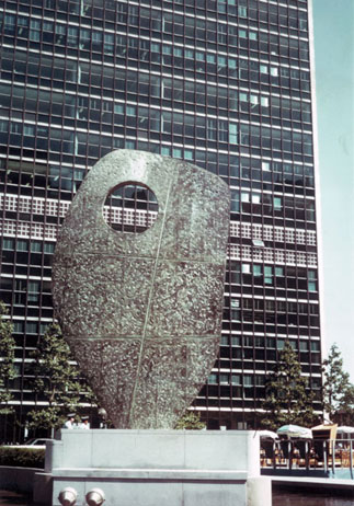 "Bronze sculpture ""Single Form 1961-1964"" United Nation building - New York"